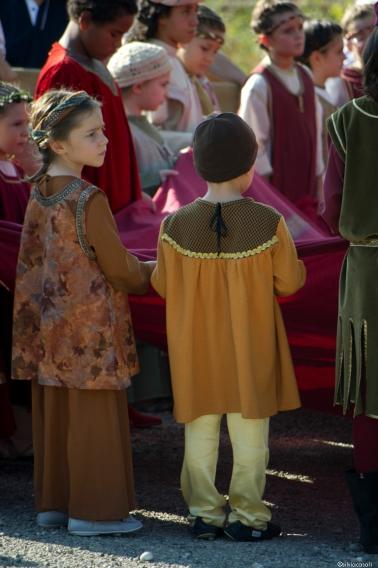 Acam a the matilde di canossa pope gregory vii and henry iv historical parade silvia casali - Ricci mobili ciano d enza ...