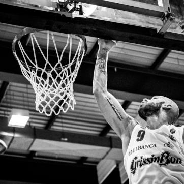 pallacanestro reggiana vs mantova BW-38