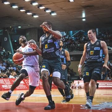 pallacanestro reggiana vs trento silvia casali photography-148